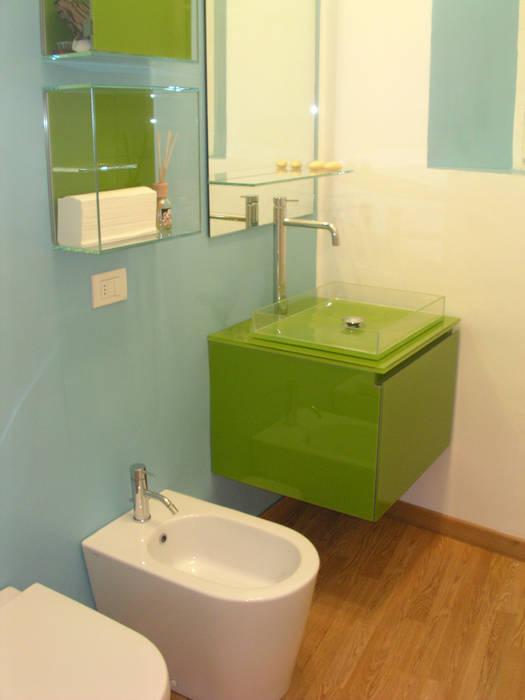 Law bath: Bagno in stile in stile Minimalista di FAdesign