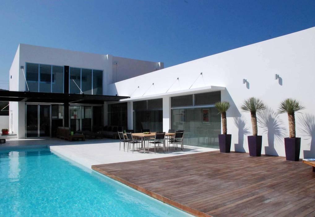 Terrace by Unlimited Design, Minimalist