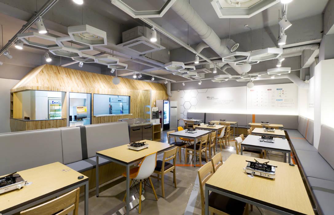 HOUSE & TREE를 현대적으로 재해석한 공간 by Design m4 모던