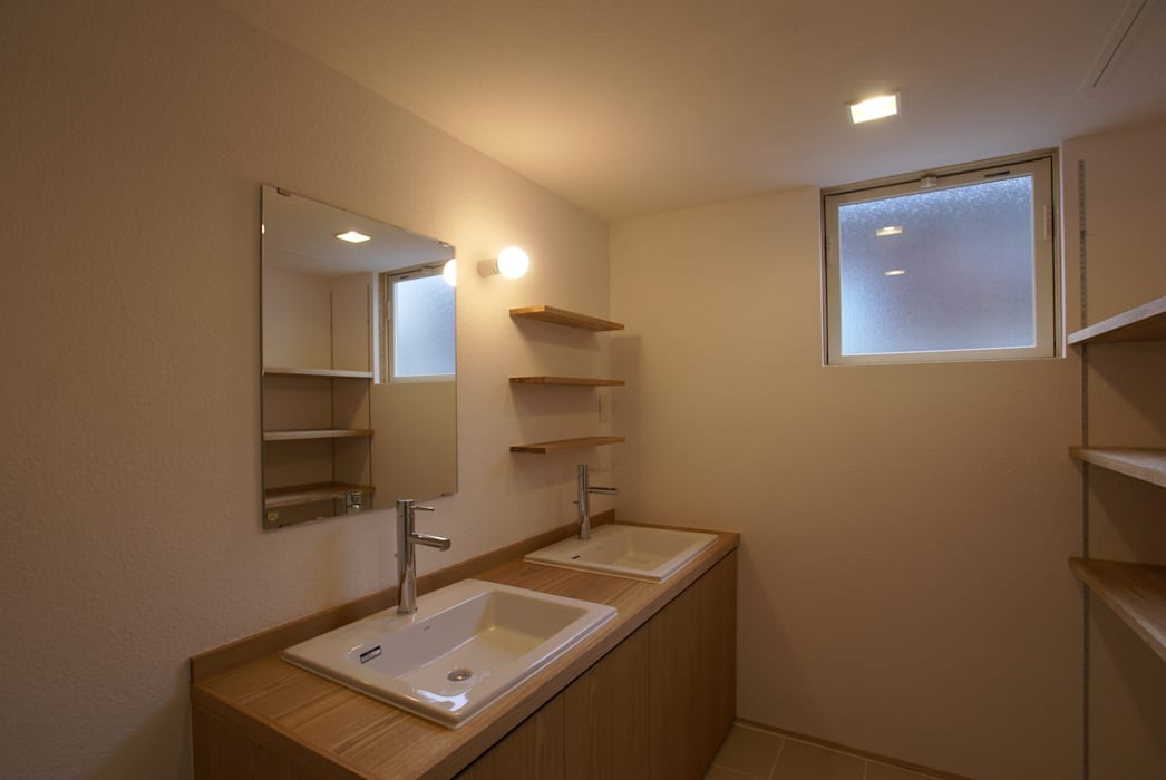 洗面脱衣室 オリジナルスタイルの お風呂 の 伊達剛建築設計事務所 オリジナル