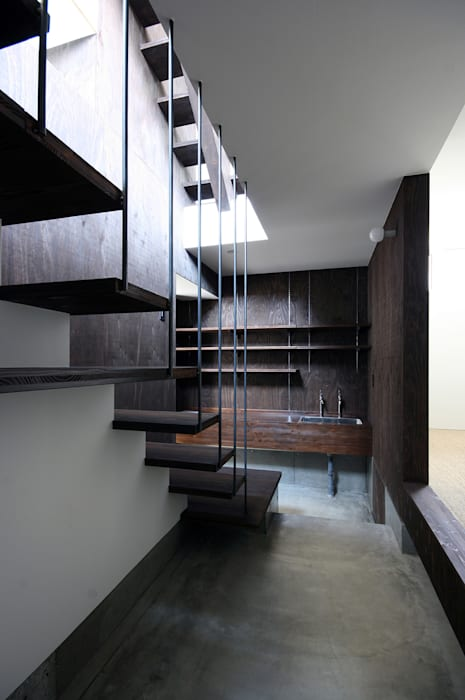 玄関・土間 モダンスタイルの 玄関&廊下&階段 の 石塚和彦アトリエ一級建築士事務所 モダン