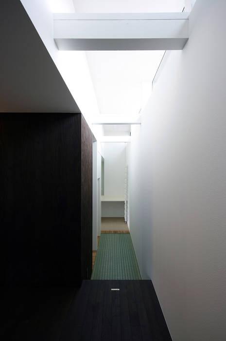 廊下 モダンスタイルの 玄関&廊下&階段 の 石塚和彦アトリエ一級建築士事務所 モダン