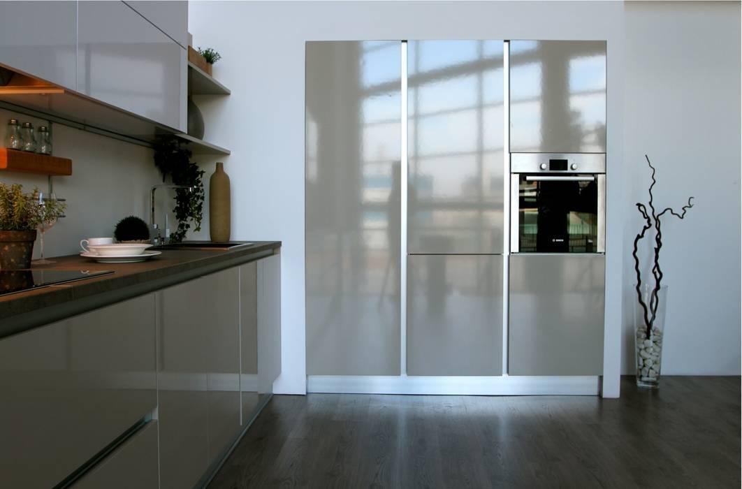 Cocina Blanco Strati 3:  de estilo  de TPC Instalación de cocinas en Parets del Vallès, Minimalista