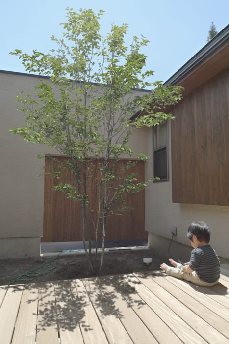 一里塚コートハウス: 竹内裕矢設計店が手掛けた庭です。