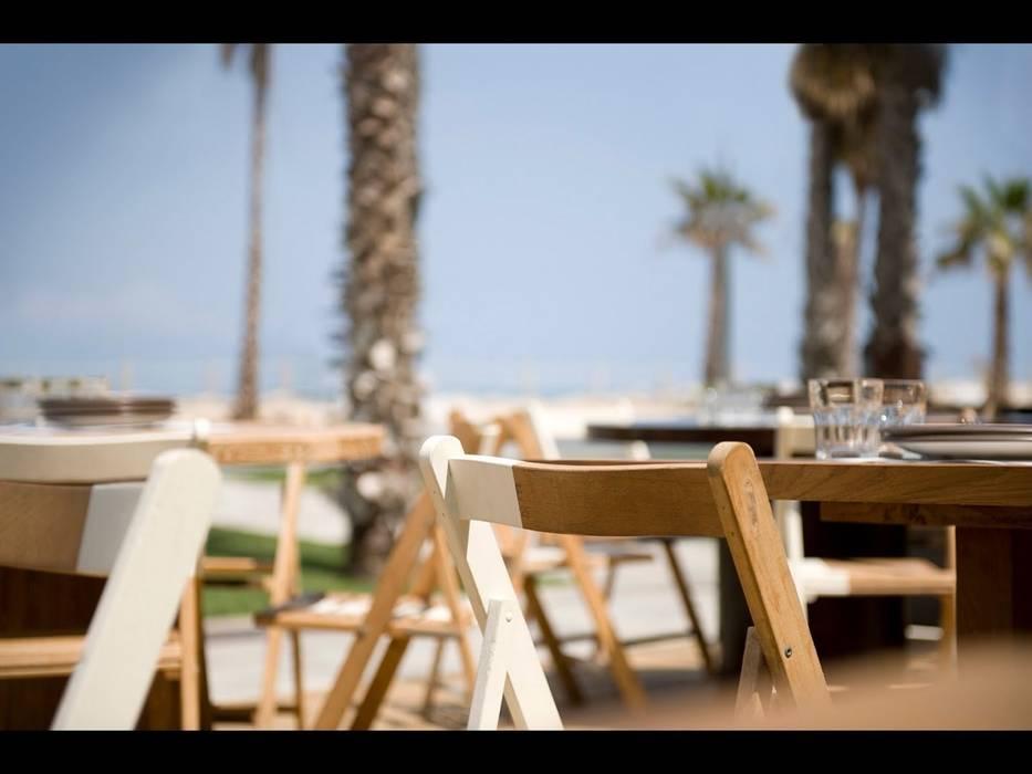 Comer en la playa: Jardines de estilo  de GARCIA HERMANOS, Mediterráneo