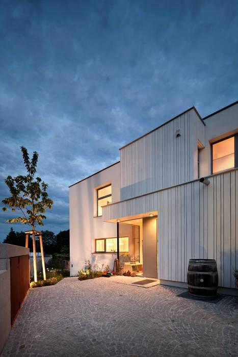 Ansicht Nord - Eingangssituation illichmann-architecture Moderne Häuser