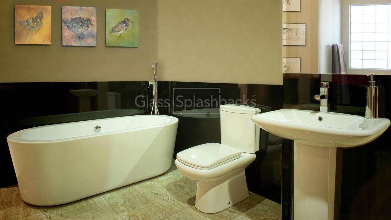 Art Deco Inspired Bathroom Featuring Black Glass Splashbacks Minimalist style bathroom by DIYSPLASHBACKS Minimalist