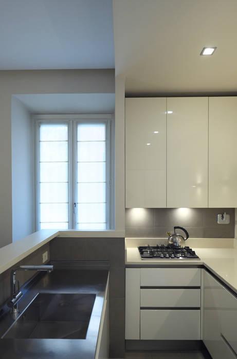 La cucina : Cucina in stile in stile Moderno di lastArch - lattanzistatellaArchitetti