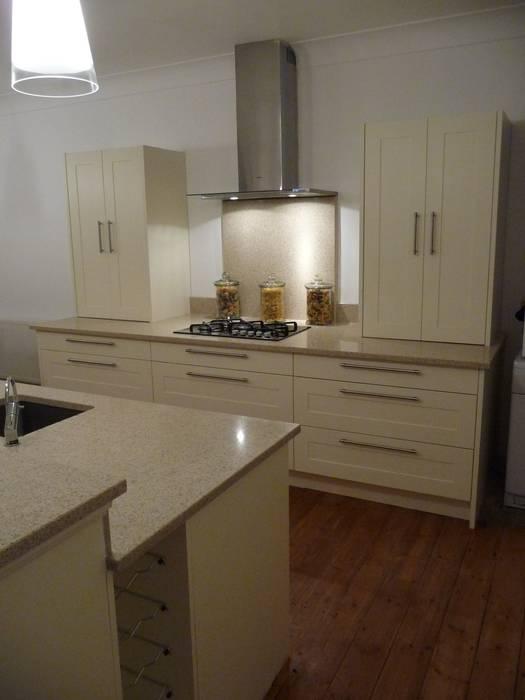 Silestone Ivory Coast / Bamboo Quartz Worktops Cozinhas modernas por Marbles Ltd Moderno