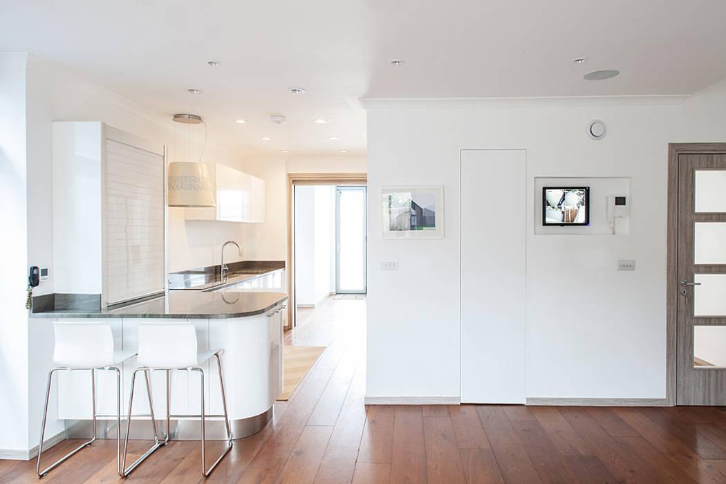 Кухни в . Автор – Nic  Antony Architects Ltd, Модерн