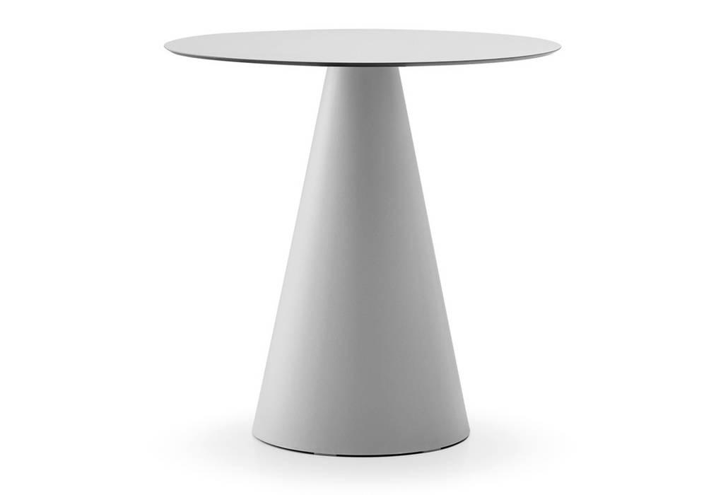 Ikon  Dining table adatto sia per indoor che per outdoor : Hotel in stile  di Designer1995  Live Work Design