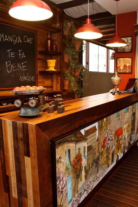 Quadro  - Tofani Ristorante: Espaços gastronômicos  por ALA Arquitetura & Interiores,Colonial