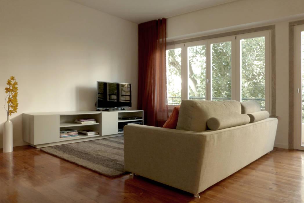 Moderne Wohnzimmer von Atelier da Calçada Modern