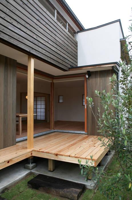 デッキスペース: 瀧田建築設計事務所が手掛けたテラス・ベランダです。,オリジナル