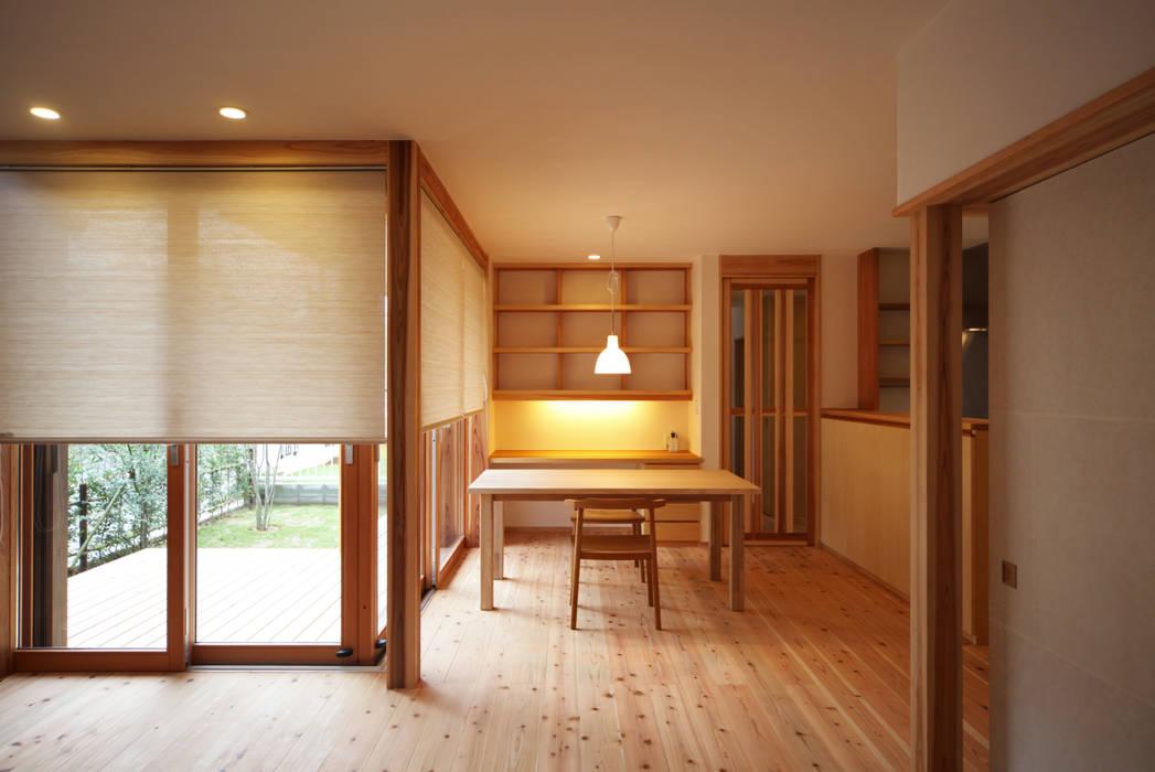 スタディコーナーがあるダイニング オリジナルデザインの ダイニング の 瀧田建築設計事務所 オリジナル