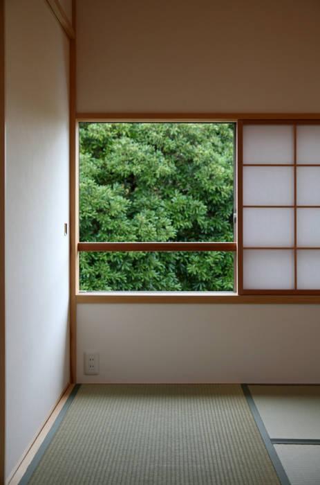 ピクチャーウィンドー オリジナルスタイルの 寝室 の 瀧田建築設計事務所 オリジナル