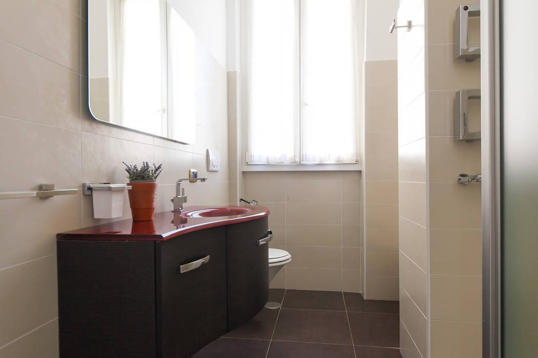 Baños de estilo minimalista de Edi Solari Minimalista