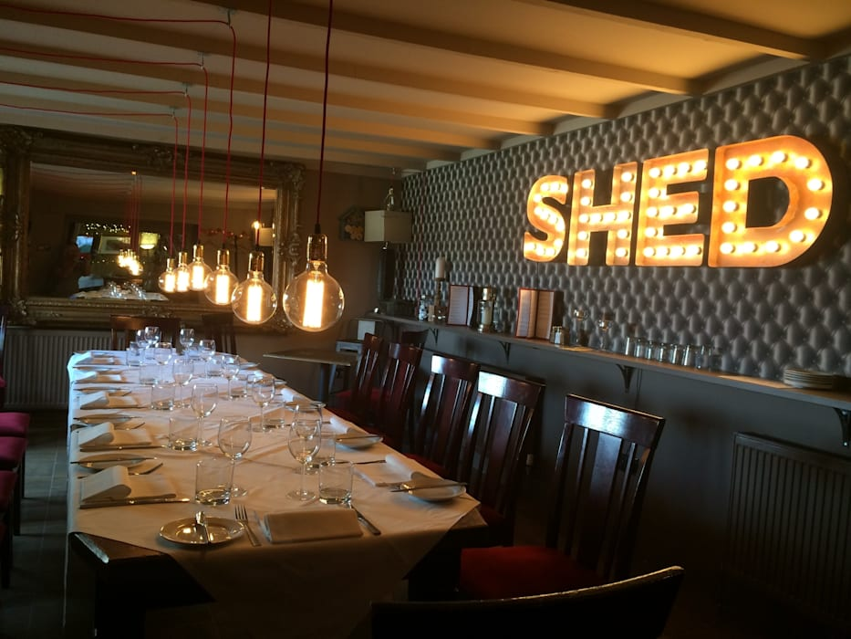 SHED CONVERSION TO PRIVATE DINING SPACE Industrial style gastronomy by Shandler Homes Ltd Industrial