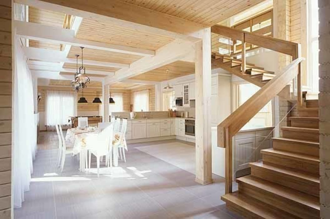 Дом из клёного бруса Коридор, прихожая и лестница в стиле кантри от homify Кантри