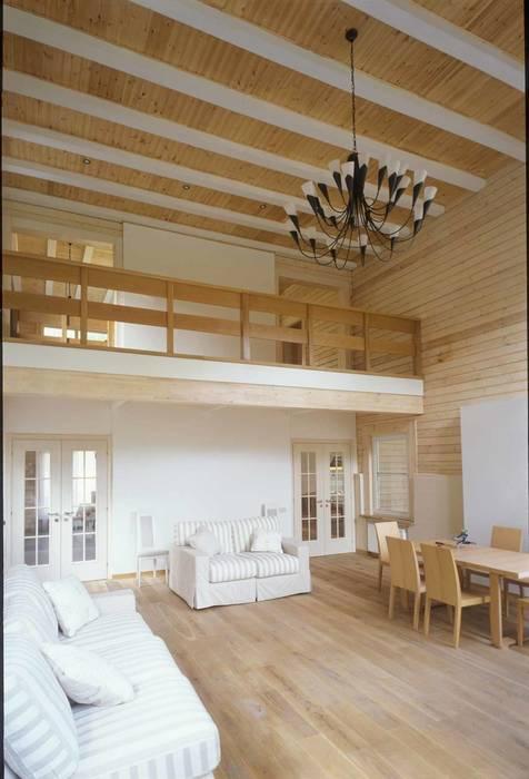Дом из клёного бруса Гостиная в стиле кантри от homify Кантри