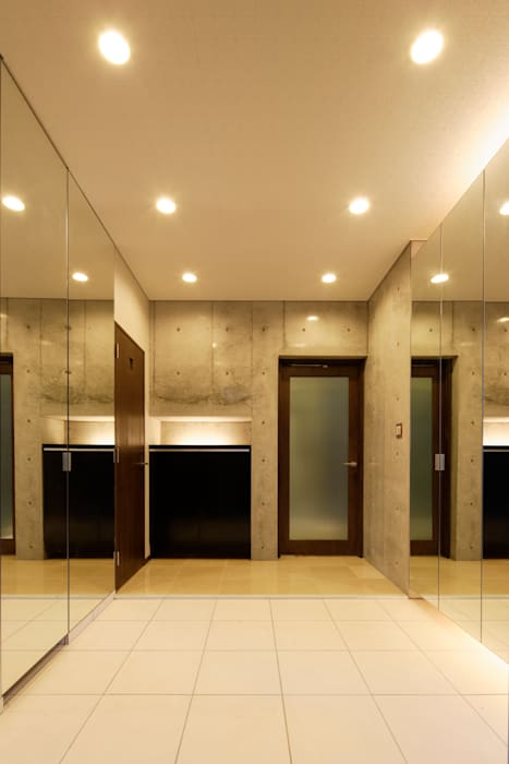 Pasillos, vestíbulos y escaleras modernos de 鈴木賢建築設計事務所/SATOSHI SUZUKI ARCHITECT OFFICE Moderno