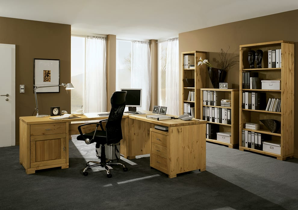homify Study/officeDesks