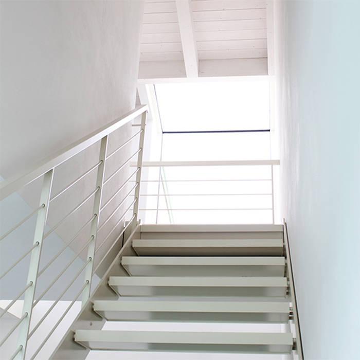 04 Dittongo architetti Ingresso, Corridoio & Scale in stile moderno