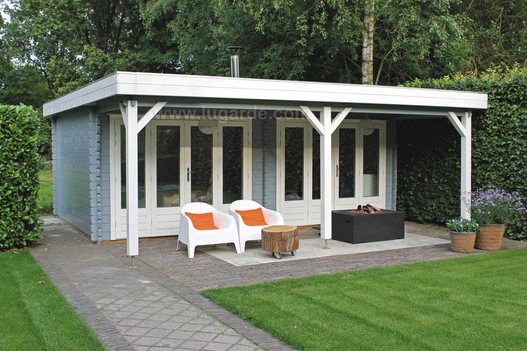 Blokhut met moderne uitstraling Moderne tuinen van Lugarde BV Modern