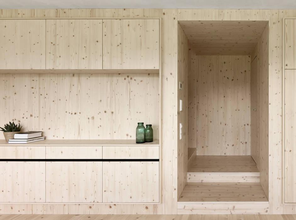 Haus für Julia und Björn Klassischer Flur, Diele & Treppenhaus von Innauer-Matt Architekten ZT GmbH Klassisch