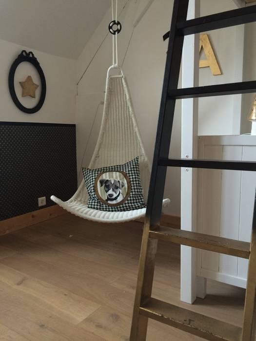 Une chambre pour 2: Chambre d'enfant de style  par At Ome