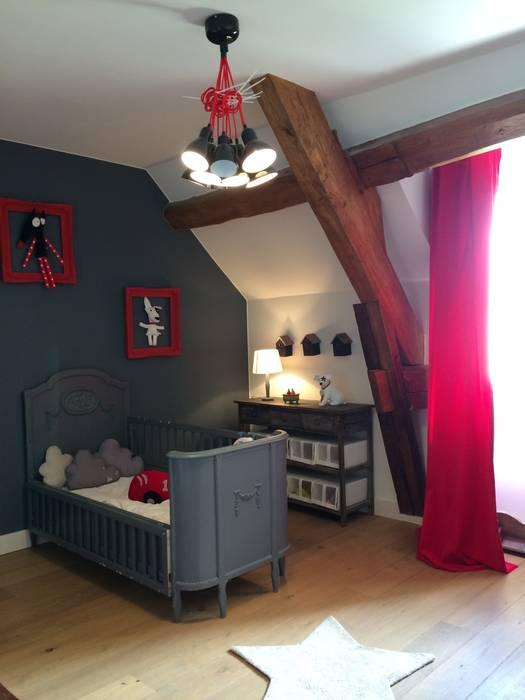 Chambre Garçon: Chambre d'enfant de style de style Classique par At Ome
