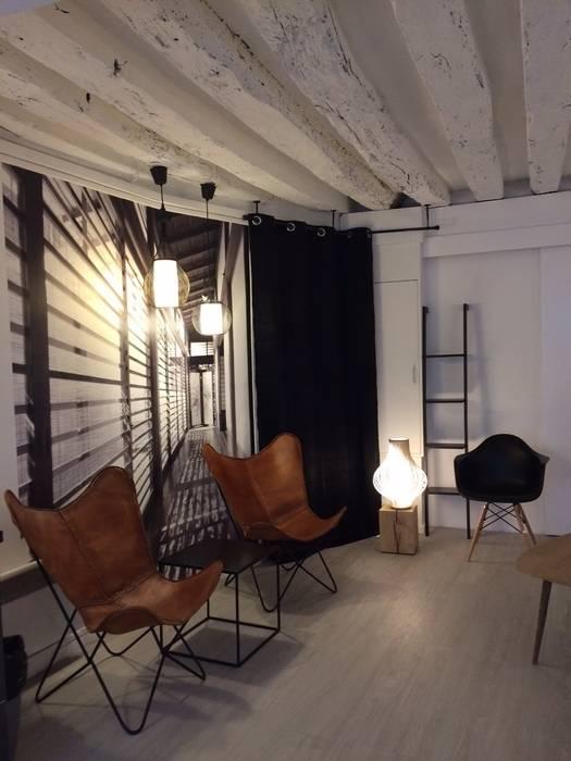 Décoration de l'Accueil d'un Spa à Paris: Espaces commerciaux de style  par At Ome