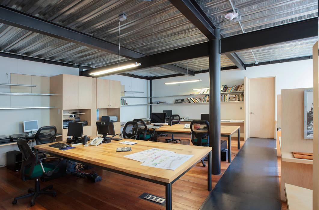 Edificio Teotihuacán-oficinas: Oficinas y tiendas de estilo  por Cm2 Management