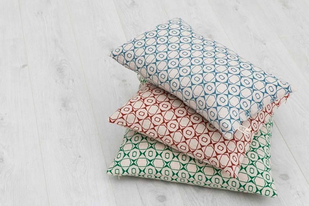 Cotton and linen hand screen printed cushions de akin & suri Escandinavo