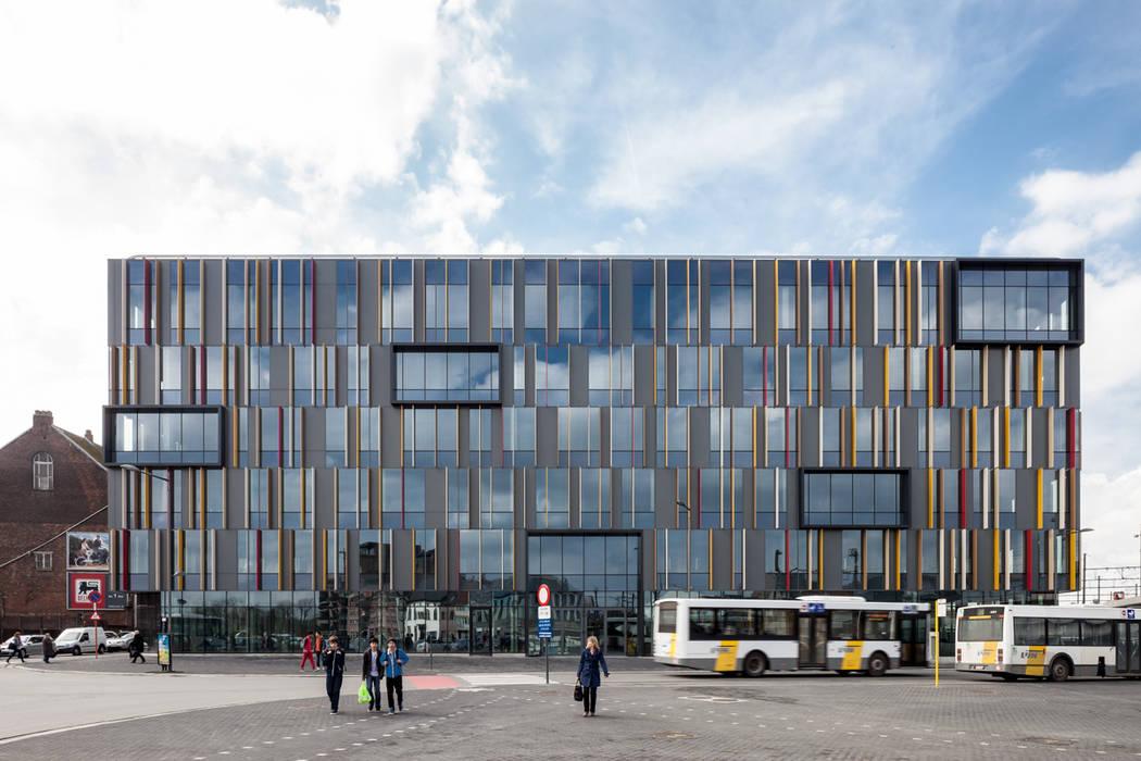 Zicht vanaf het werfplein:  Kantoorgebouwen door Abscis Architecten bvba