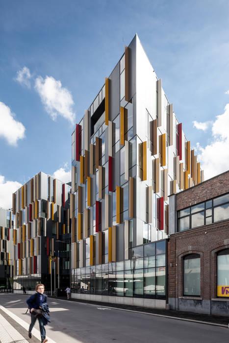 Aansluiting bestaand Manchestergebouw - kantorenstrips Moderne kantoorgebouwen van Abscis Architecten bvba Modern
