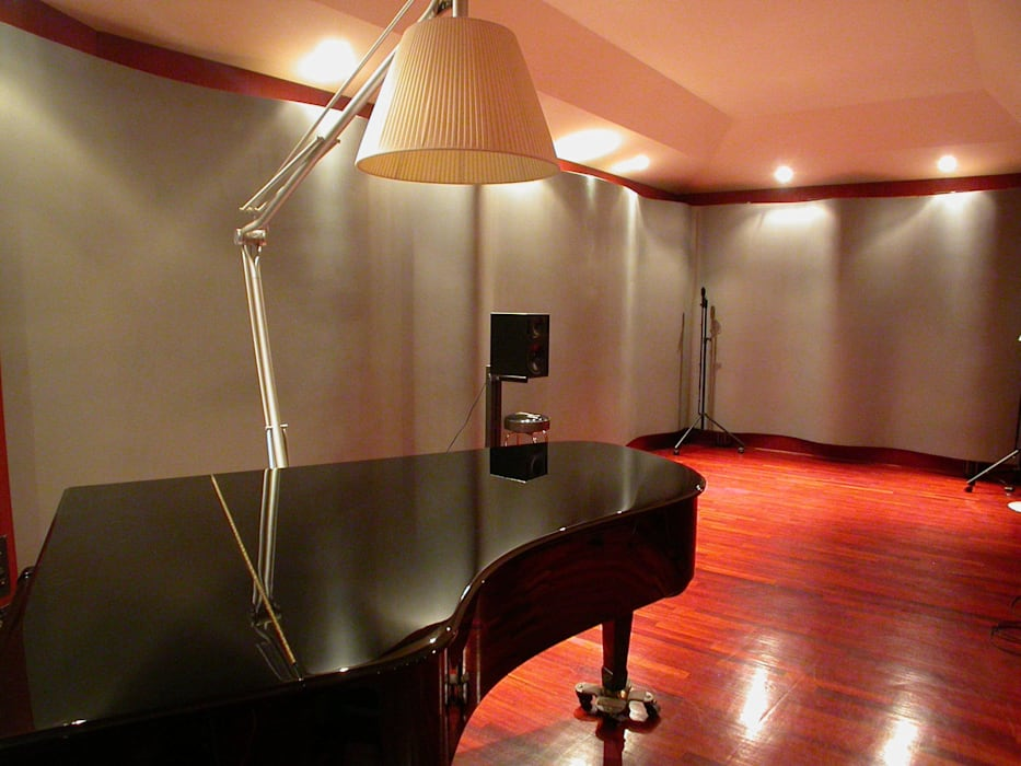 Forward Studios.: Sala multimediale in stile  di Zappata and Partners