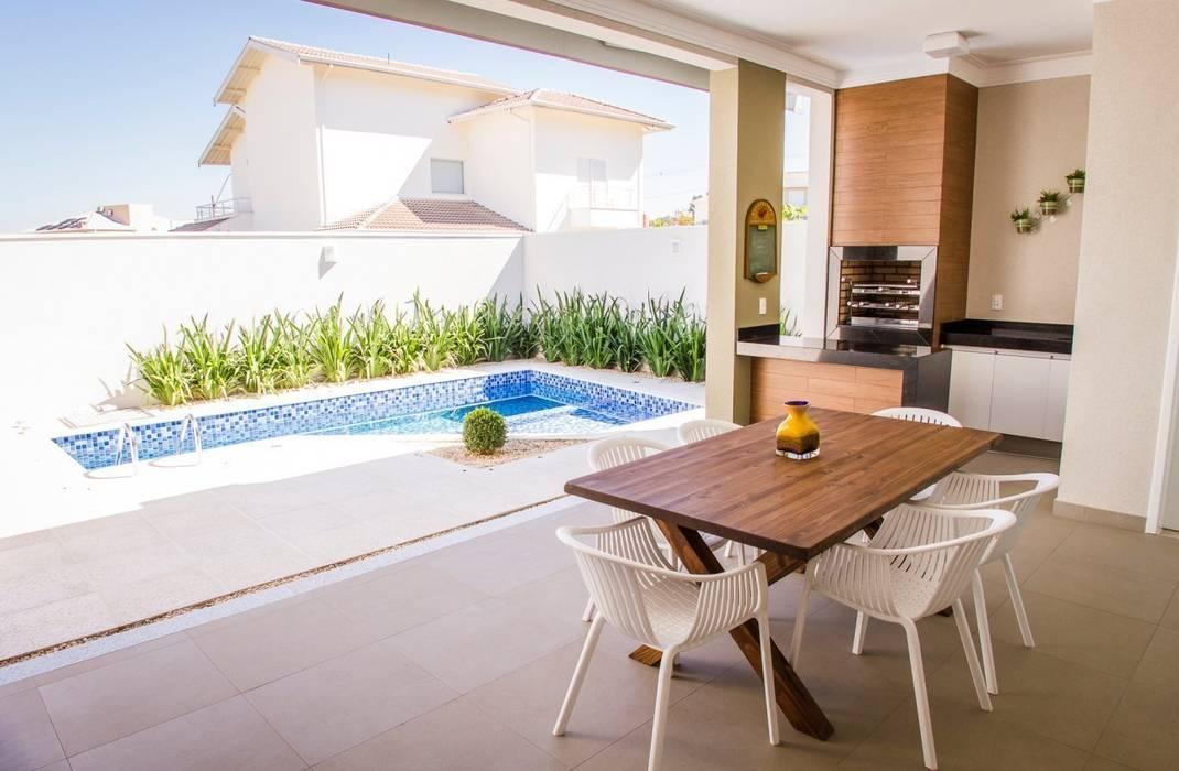 Modern balcony, veranda & terrace by HAUS Modern