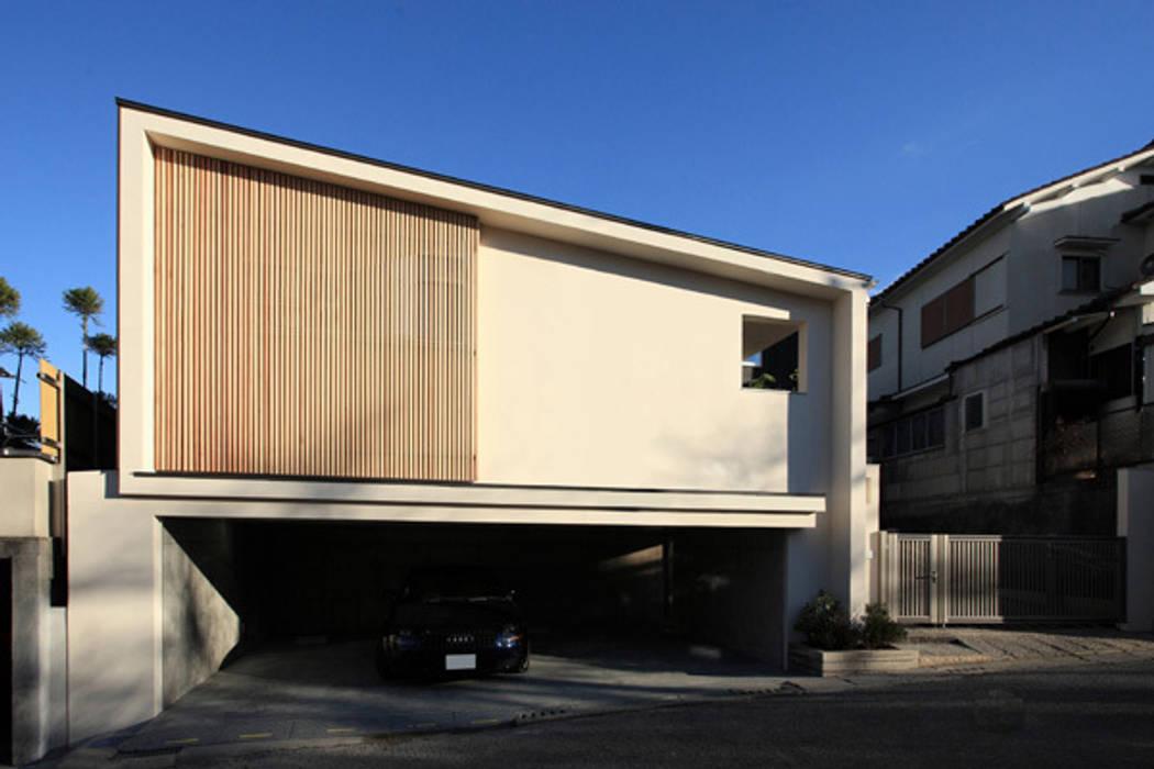 ファミリーポートレイト 道路側から見る全景: アーキシップス古前建築設計事務所が手掛けた家です。