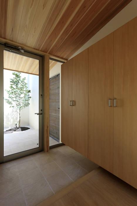 キッチンの家 玄関 モダンスタイルの 玄関&廊下&階段 の アーキシップス古前建築設計事務所 モダン