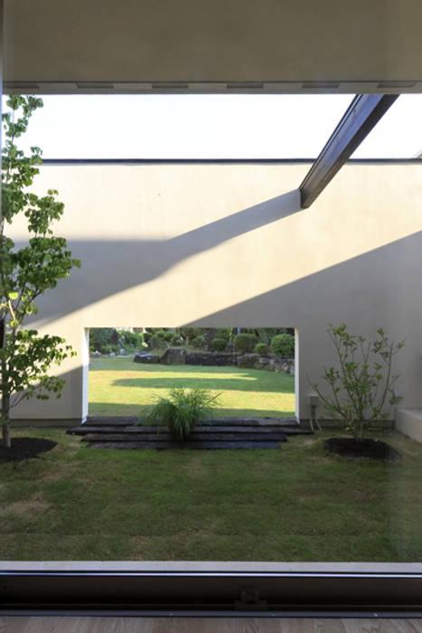 キッチンの家 庭: アーキシップス古前建築設計事務所が手掛けた庭です。