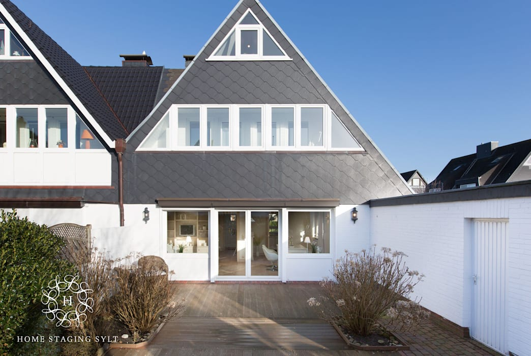 Classic style houses by Home Staging Sylt GmbH Classic