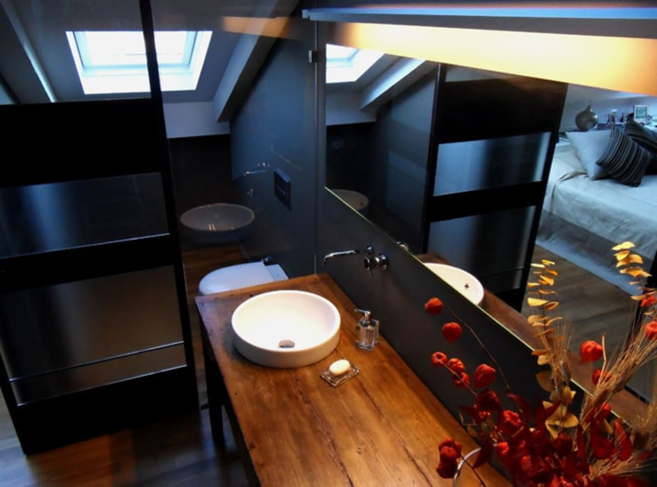 MG2 Architetture – Interior – Traslucent wall: Bagno in stile in stile Moderno di mg2 architetture