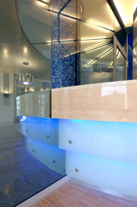 detail glas met led verlichting kantoorgebouwen door axel grothausen bni