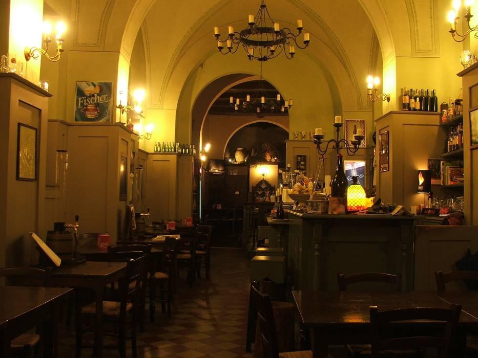 zona nobili: Bar & Club in stile  di Antonio Torrisi
