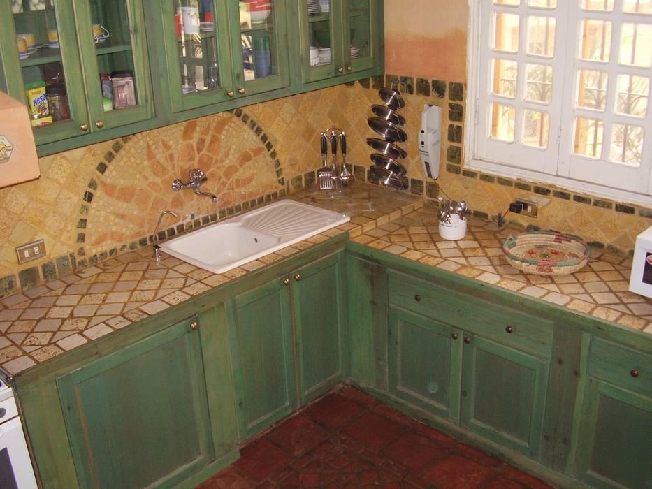 Piano cottura in mosaico cucina in stile di il mosaico for Mosaico adesivo per cucina