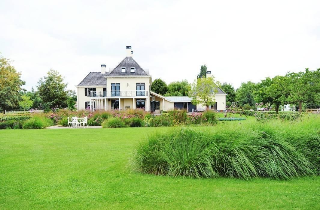 Prairietuin voor spelende kinderen en hobby vee Landelijke tuinen van Hendriks Hoveniers Landelijk