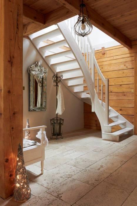 Mediterranean corridor, hallway & stairs by Pracownia Projektowa Poco Design Mediterranean