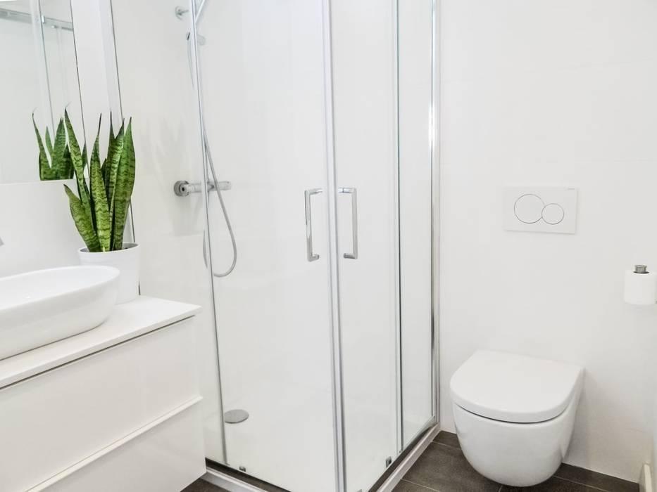 Baños de estilo minimalista de MARIA JOSE ENERGICI P. Minimalista