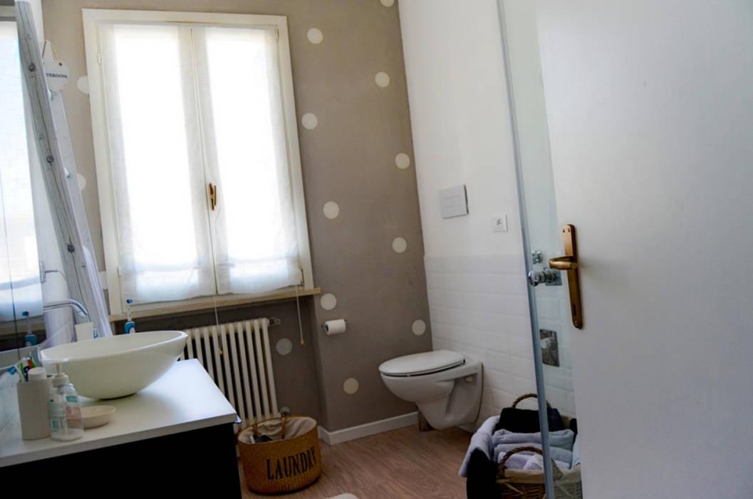 Baños de estilo moderno de Sandro Rai Moderno